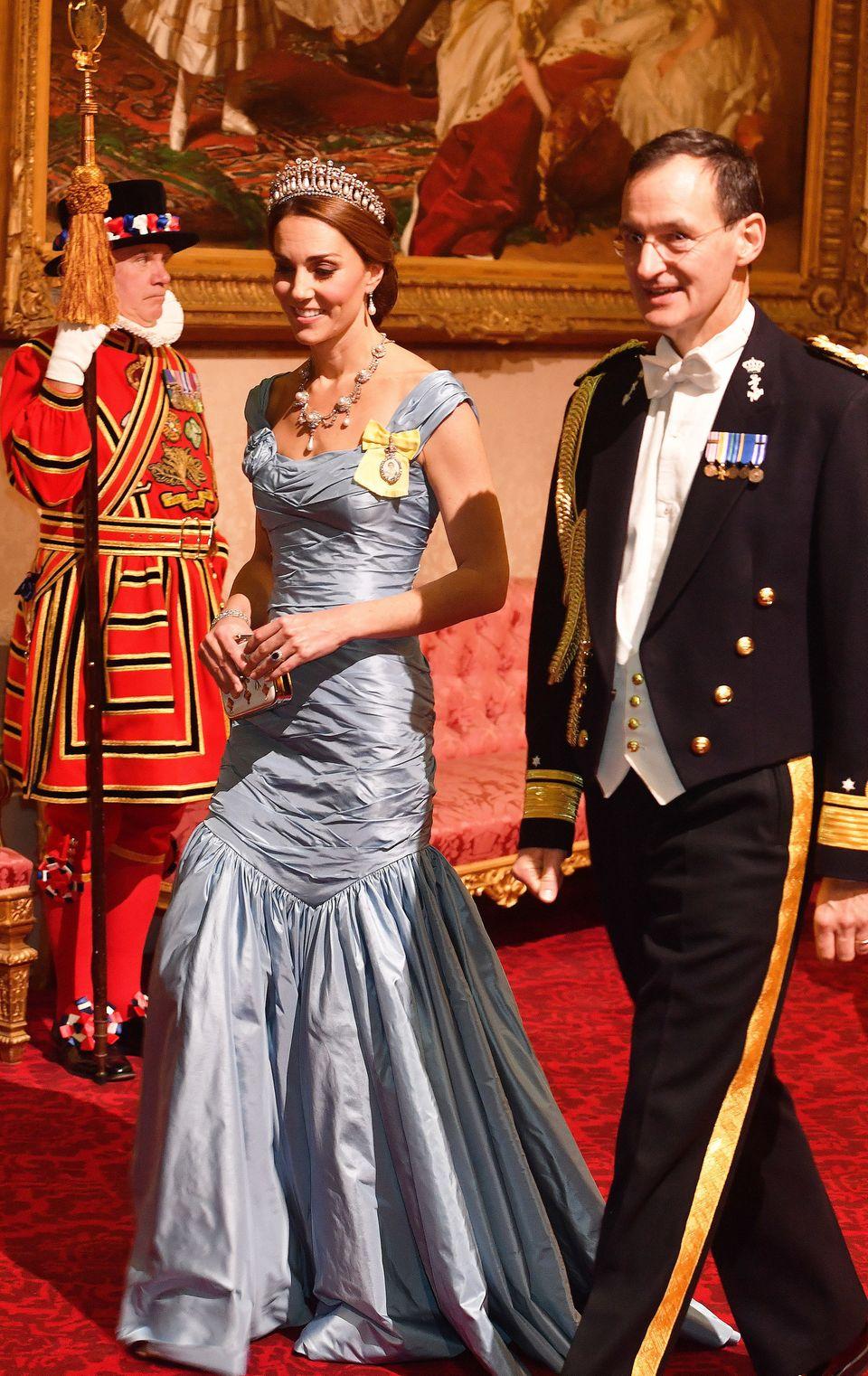 Kate in ihrer Robe von Alexander McQueen