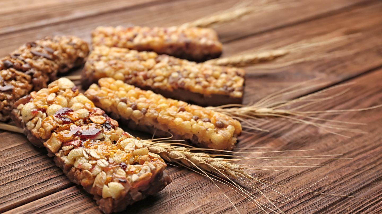Müsliriegel  Sie klingen vermeintlich gesund: Müsliriegel mit Haferflocken und Trockenfrüchten. Doch sind sie meist Zuckerbomben, denn sie enthalten auch Schokolade, Zucker oder Sirup.