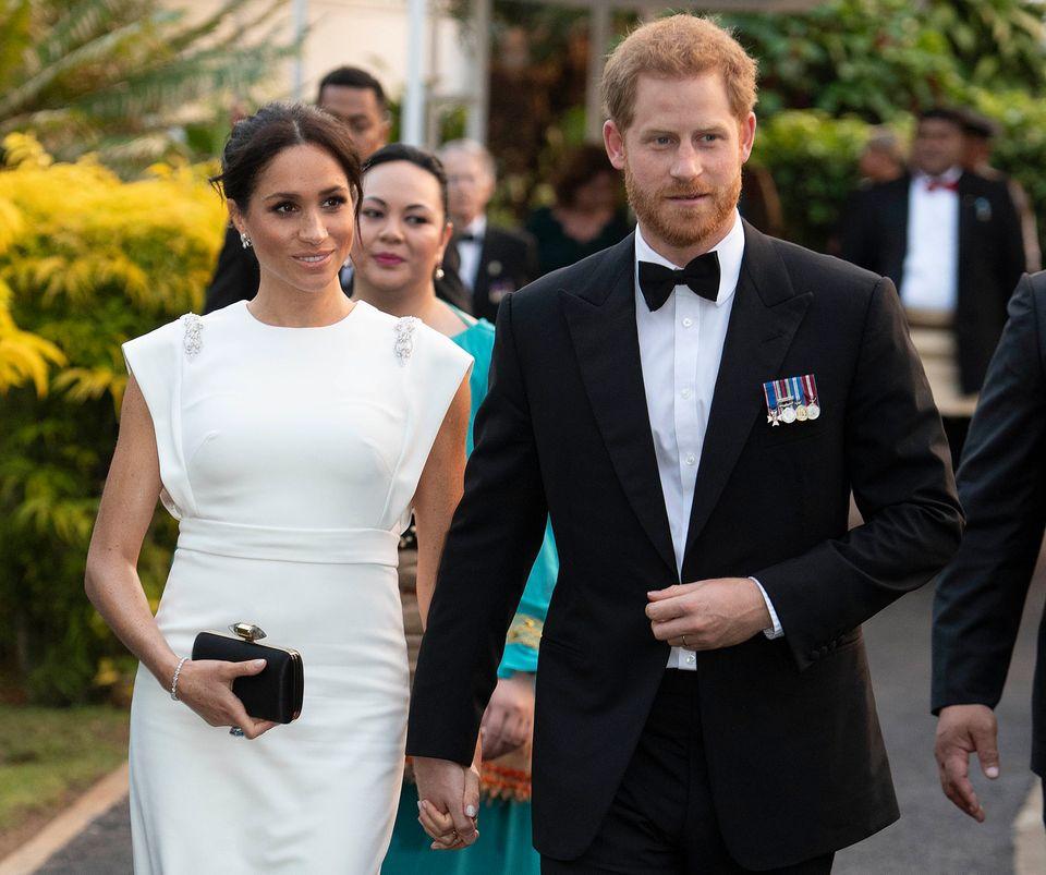 Meghan und Harry auf dem Weg zum Dinner mit KönigTupou VI.