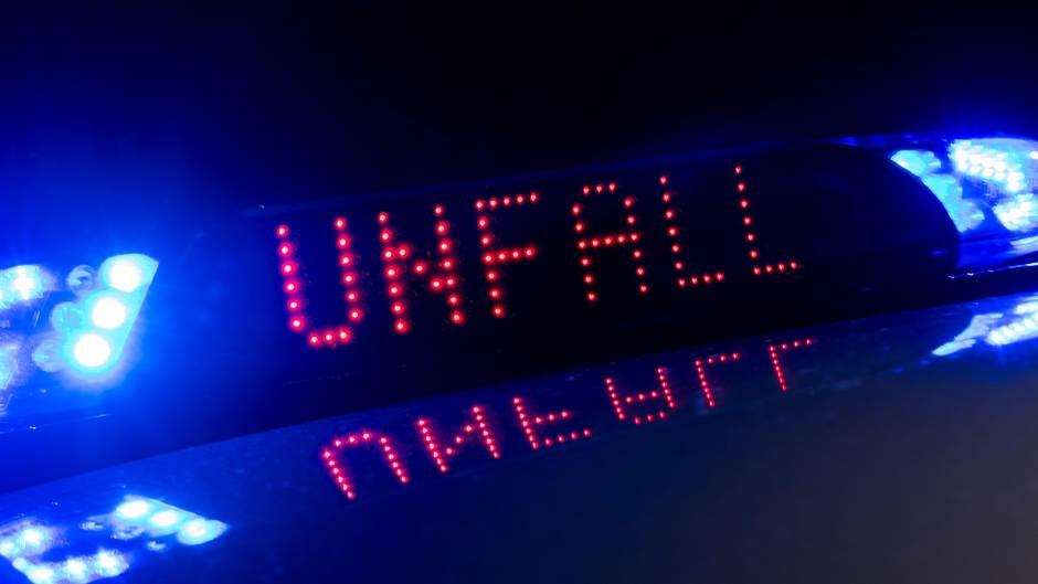 """Blaulichter mit der Aufschrift """"Unfall"""""""