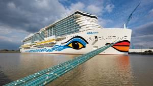 """Der Neubau""""Aida Nova"""" kurz vor derÜberführungsfahrt auf der Ems von Papenburg nach Eemshaven"""