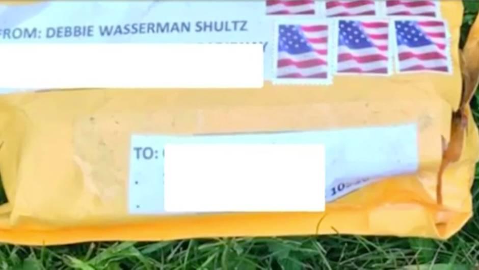 Ermittlungen: Briefbomben auf Trump-Kritiker: FBI durchsucht Postzentrum bei Miami