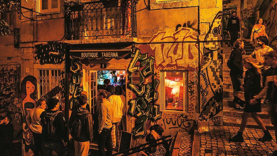Die Bars in Lissabon sind meist rappelvoll