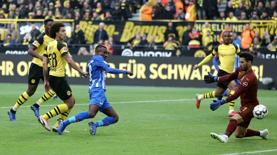 Kalou schießt das 1:1 für Hertha BSC beim BVB
