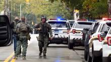 """Spezialkräfte der Polizei sichern die Gegend rund um die """"Tree-of-Life""""-Synagoge in Pittsburgh im US-Bundesstaat Pennsylvania"""