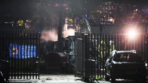 Neben Stadion zerschellt: Hubschrauber soll mit Leicester-City-Besitzer an Bord abgestürzt sein