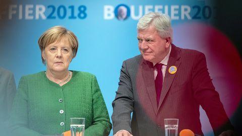 Bundeskanzlerin Angela Merkel (CDU) und Hessens Ministerpräsidenten Volker Bouffier (CDU)