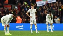 Die Spieler von Real Madrid sind nach der Klatsche im Clasico sichtlich niedergeschlagen