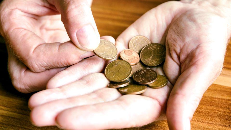 Kleingeld in der Hand