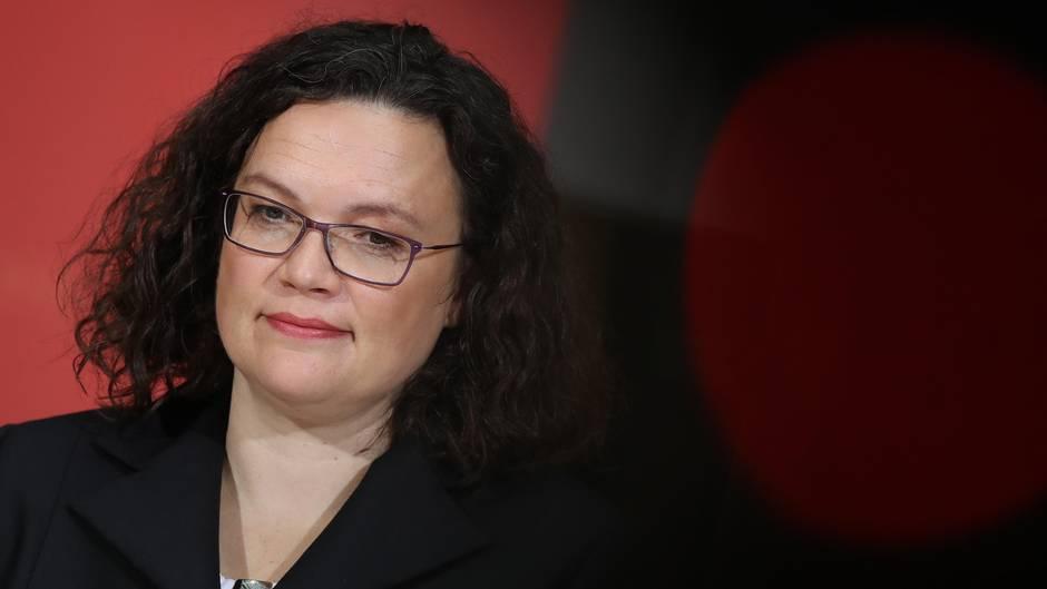 SPD-Chefin Andrea Nahles sucht nach neuen Themen, die die Partei aus dem Loch holen sollen