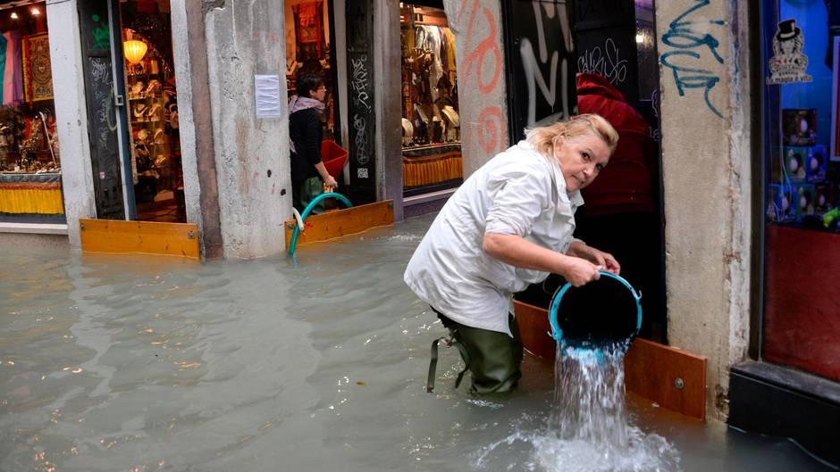Regen, Sturm, Hagel: Venedig überflutet, Bäume entwurzelt: Mehrere Tote durch Unwetter in Italien