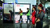 Bevor die Ehrengäste zur Eröffnung kommen, wird schnell durchgewischt.Ab Januar 2019 sollen hier 90 Millionen Passagiere pro Jahr abgefertigt werden.