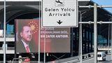 """Omnipräsent die Fotos des türkischen Präsidenten: """"Istanbul ist nicht nur unsere größte Stadt, sondern auch unsere wichtigste Marke"""", sagte Erdogan bei der Einweihung."""
