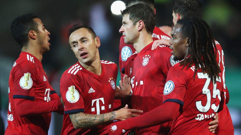 Kein Glanz, aber der notwendige Sieg: Spieler des FC Bayern München im DFB-Pokal