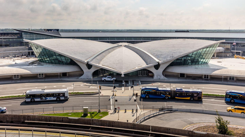 Die Architektur-Ikone am JFK-Airport wird seit Dezember 2015 umgebaut und wird neben den Hotelzimmern sechs Restaurants und acht Bars beherbergen.