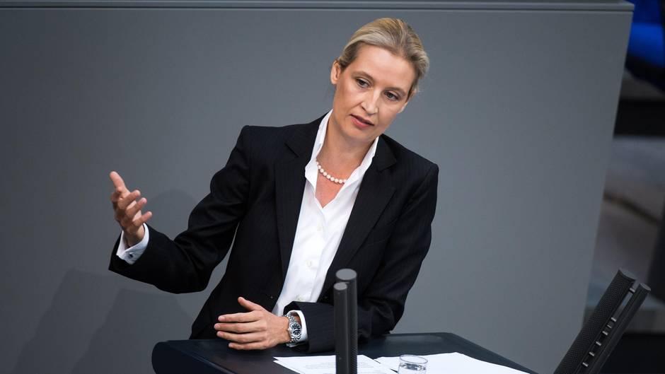 Alice Weidel am Rednerpult des Deutschen Bundestages