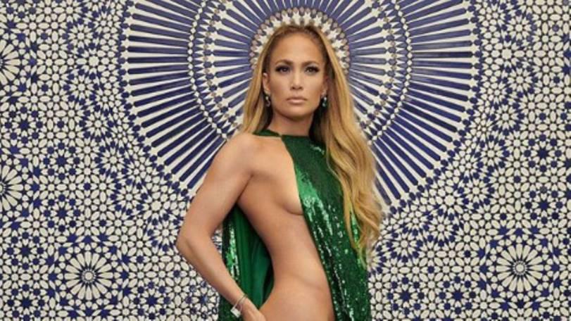 Freizügige Fotostrecke: Fast 50 und immer noch topfit: Jennifer Lopez zeigt sich halbnackt in US-Magazin
