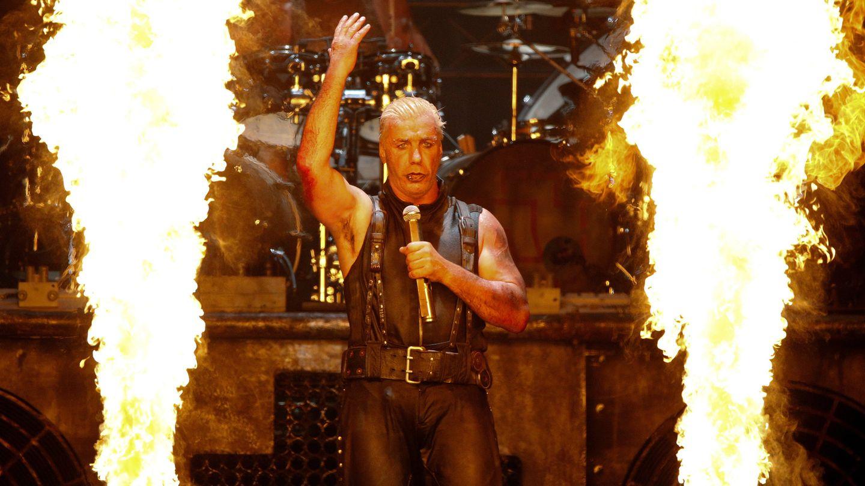 Rammstein-Sänger Till Lindemann auf der Bühne