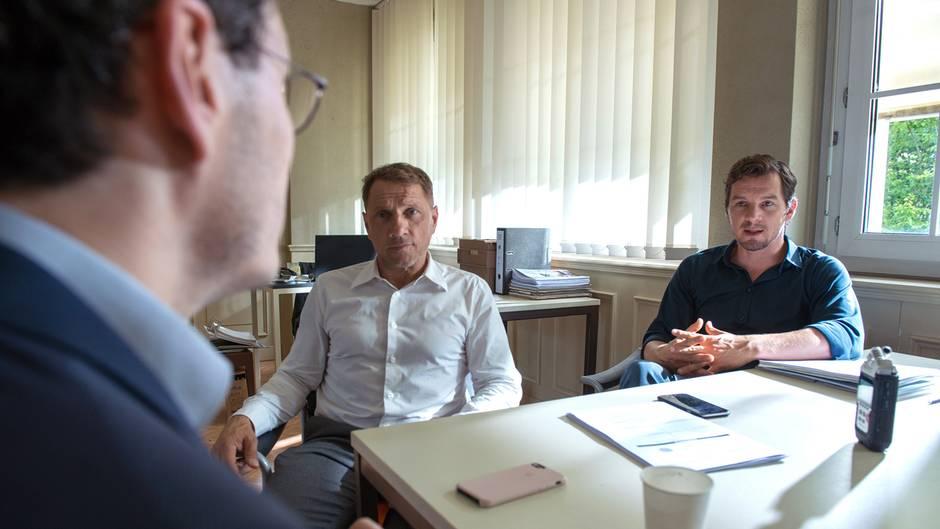 Die KommissareLannert und Bootz befragen den Verdächtigen Jakob Gregorowicz