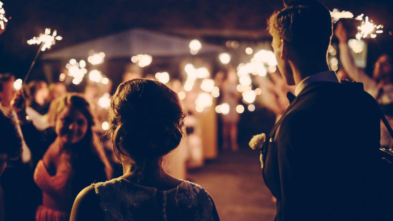Feuerwerk und Wunderkerzen bei der Hochzeit