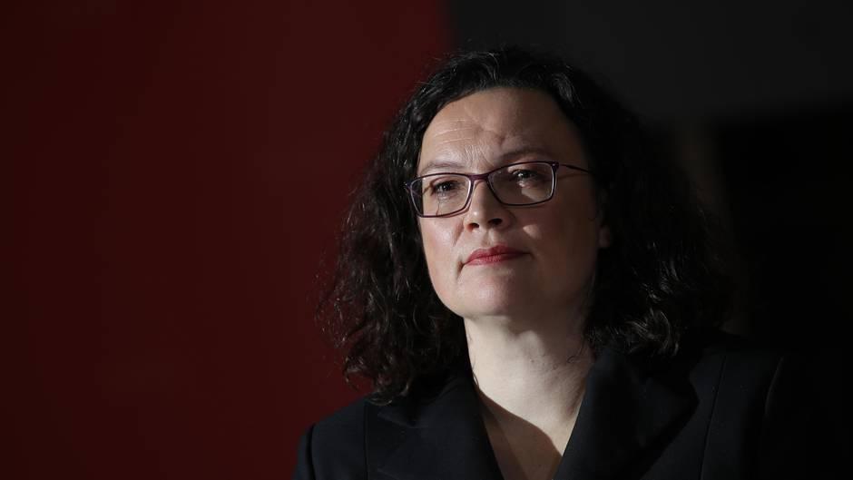 SPD-Vorsitzende Andrea Nahles will den Versuch abwehren, dass die Genossen schon 2019 über den Fortbestand der Großen Koalition entscheiden