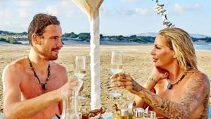 """Ein Traum für jeden """"Adam"""": ein Nackt-Date mitGina-Lisa Lohfink."""