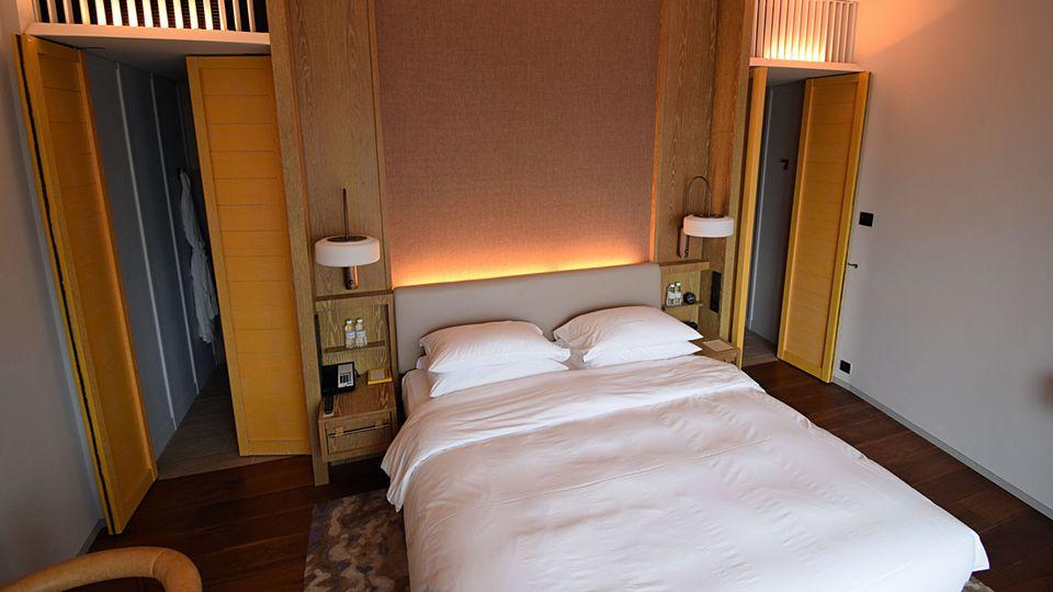 Eines von der 342 Zimmern des Andaz Singapore