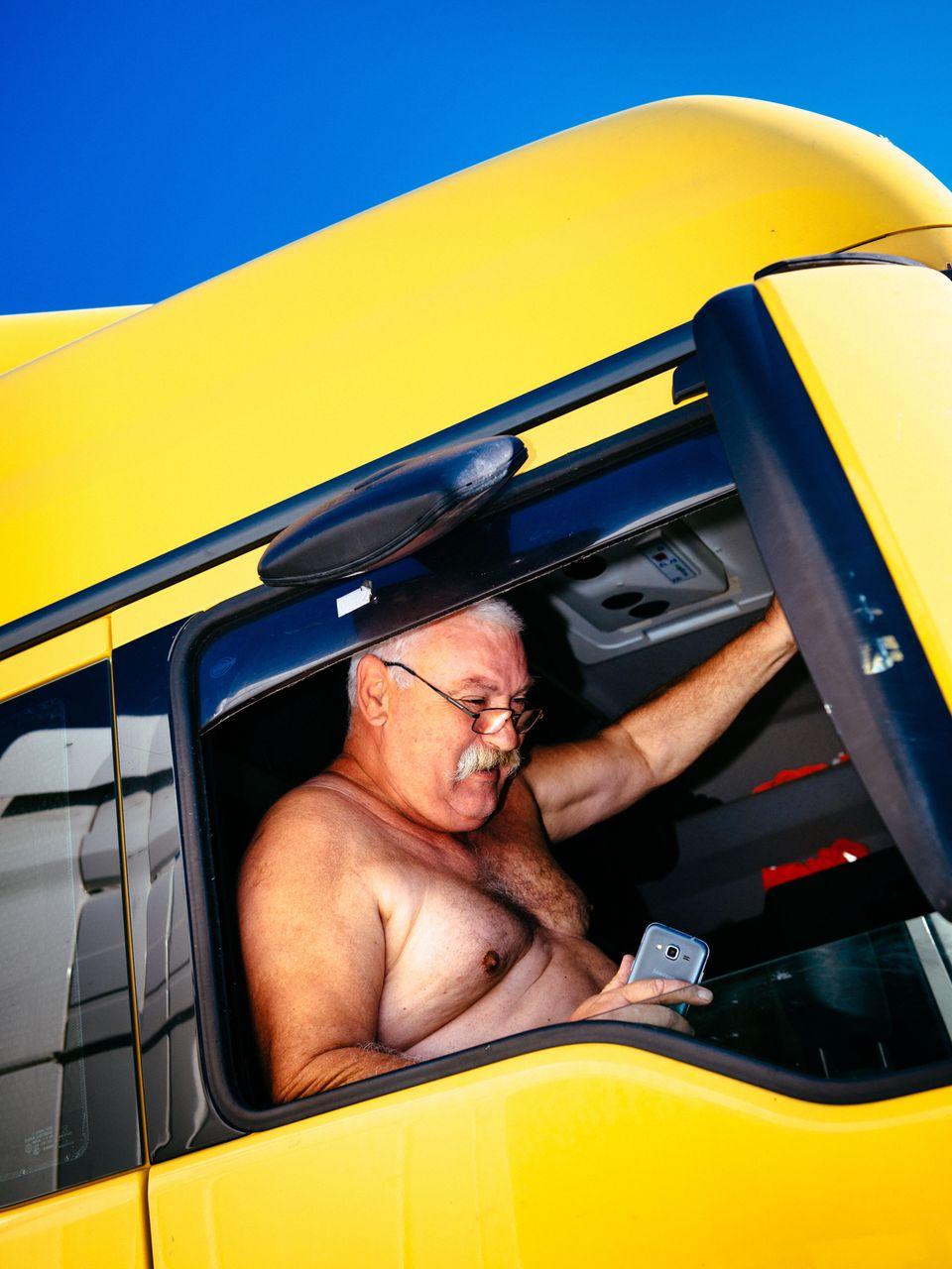 Der Beifahrerbank-Flavour von Geiselwind. Auf den Straßen von Slowenien nach Frankreich kann Károly Olajos bei runtergelassenem Fenster nur einseitig bräunen.