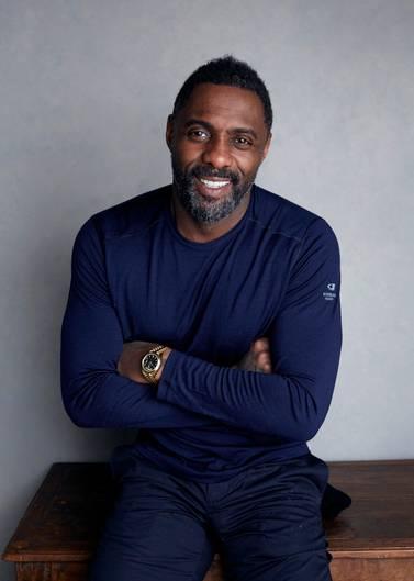 """Seit Jahren wird er als neuer James-Bond-Darsteller gehandelt, nun darf sich Idris Elba zumindest """"Sexiest Man Alive"""" nennen. Der Brite bekam den Titel von der US-Zeitschrift """"People"""" verliehen, die seit 1985 die Männer mit dem größten Sexappeal kürt. Nach Denzel Washington im Jahr 1996 ist Elba erst der zweite schwarze Preisträger. Seine Wahl hielt er zunächst für einen Scherz.""""Ich sagte: """"Komm schon, auf keinen Fall. Wirklich?"""" so der 46-Jährige. Er habe sich selbst erst einmal kritisch im Spiegel betrachtet, als er von der Auszeichnung erfahren habe. Für ihn sei es """"eine nette Überraschung"""" gewesen - und mit Sicherheit """"ein Ego-Schub""""."""