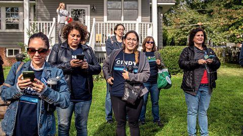 Frauen-Power: Sie sind zu einer Wahlveranstaltung von Mikie Sherrill gekommen. Frauen sind die Hoffnung der Demokraten
