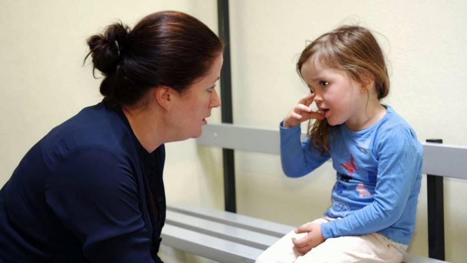 Antonia(36) ist Vollzeit berufstätig und kümmert sich alleine um ihre beiden kleinen Kinder.