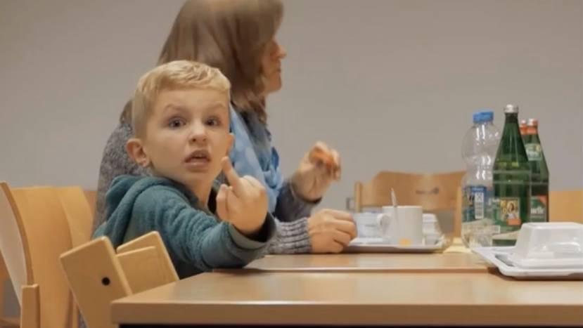 """Trailer: """"Elternschule"""": Doku zeigt den Alltag in einer Kinder- und Jugendklinik"""