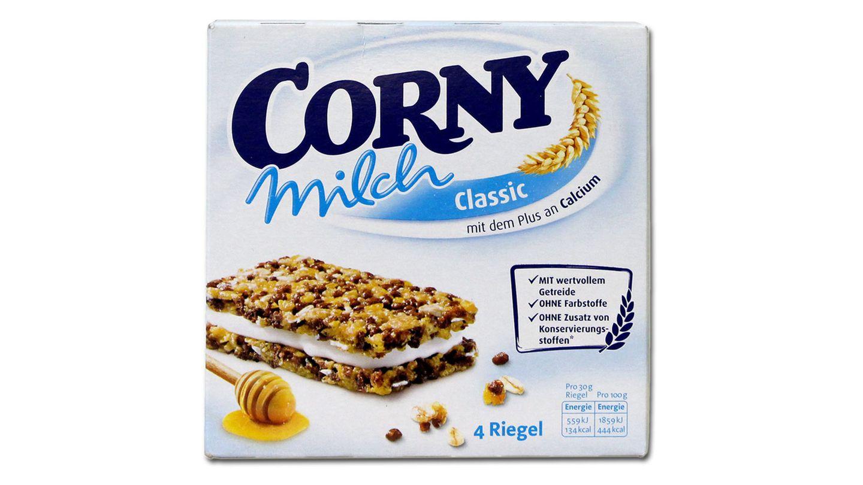 """Platz 3: Corny Milch von Schwartau  Diese Masche kennt man schon von der Milchschnitte: MitAussagen wie """"ideal für den kleinen Snack mit Milch zwischendurch"""" oder """"mit dem Plus an Calcium"""" wird der Müsliriegel als gesunde Zwischenmahlzeit verkauft. Dabei bestehe er zur Hälfte aus Zucker und Fett, kritisiert Foodwatch. Schwartau erklärte auf Anfrage des stern, man nehme die Kritik """"sehr ernst"""" und werde """"die Verpackungsgestaltung überarbeiten""""."""