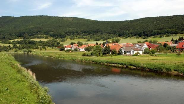 Hier verlief einst die innerdeutsche Grenze:das Dorf Lindewerra liegt aneiner Flussschleife