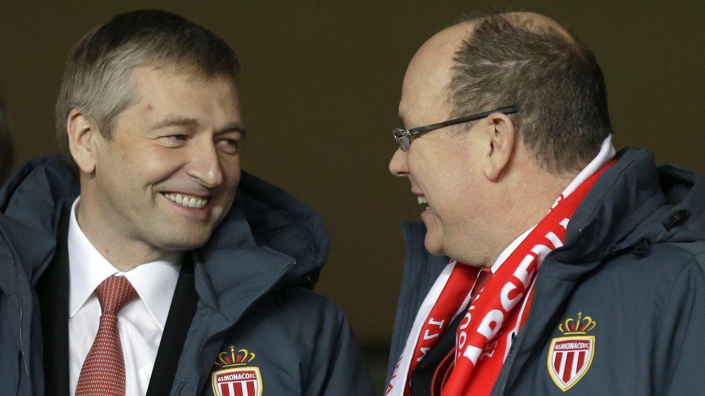 Dmitri Rybolowlew mit Prinz Allbert von Manaco bei einem Fußballspiel