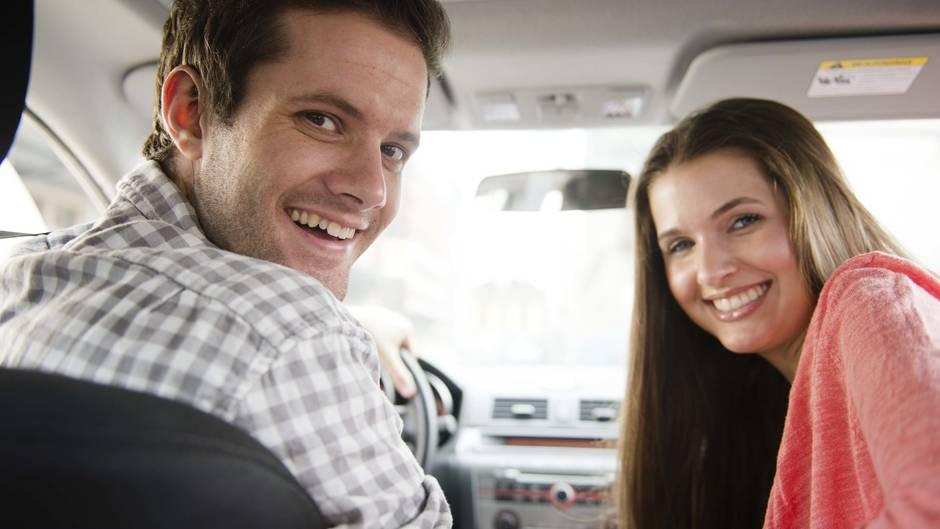 Ein Paar aus München hatte in doppelter Hinsicht Glück mit einer etwas zu schnellen Autofahrt