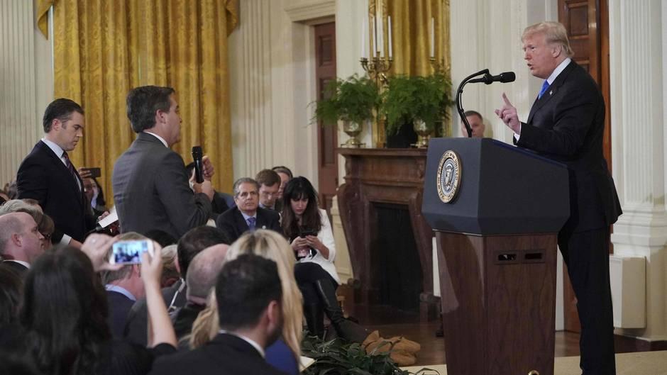 CNN-Reporter Jim Acosta, US-Präsident Donald Trump: Vergleichbares wäre bei Bundespressekonferenz nicht möglich