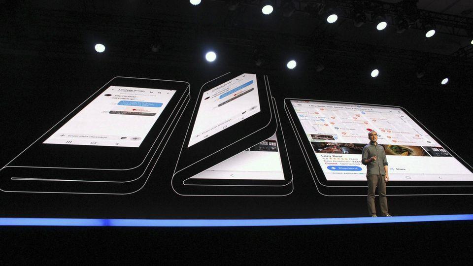 Auf der Bühne zeigte Samsung sein Infinity Flex Display