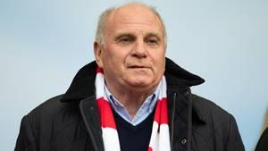 Uli Hoeneß schraubt die Erwartungen an den FC Bayern in dieser Saison herunter