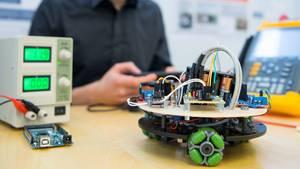 """Beim Regionalwettbewerb Dresden-Ostsachsen """"Jugend forscht""""wird eine mobile Plattform mit omnidirektionalem Antrieb präsentiert"""