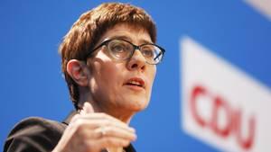 Annegret Kramp-Karrenbauer trittfür eine härtere Linie gegen straffällige Asylbewerber ein