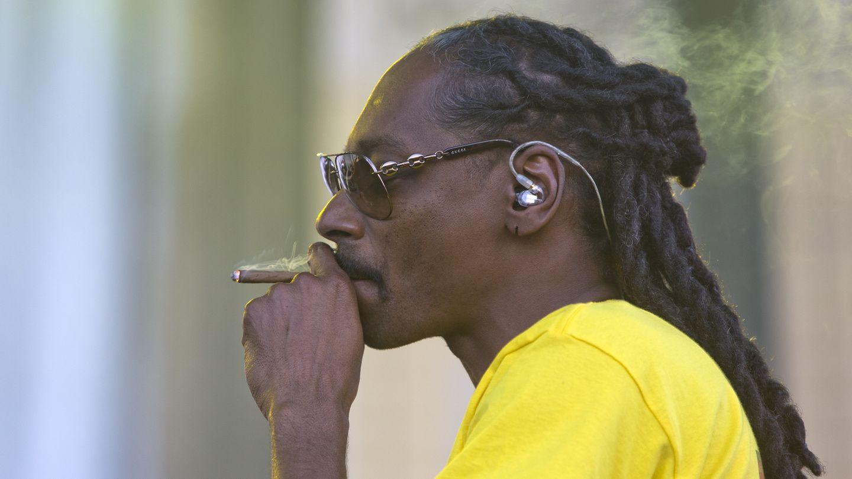 Kopf beim Rauchen von Blunt
