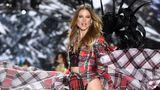 Nach zwei Schwangerschaften zurück auf dem Laufsteg: das aus Namibia stammende ModelBehati Prinsloo. Die Ehefrau von Sänger Adam Levine arbeitet seit 2008 für Victoria's Secret.