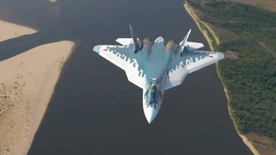 Suchoi Su-57: Nahaufnahmen zeigen Russlands neuen Tarnkappen-Kampfjet im Flug