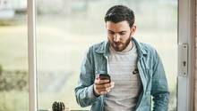 Mann mit Telefon