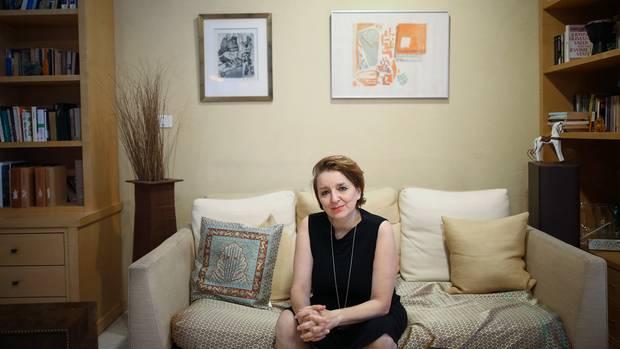 Eva Illouz  in ihrem Haus in Jerusalem