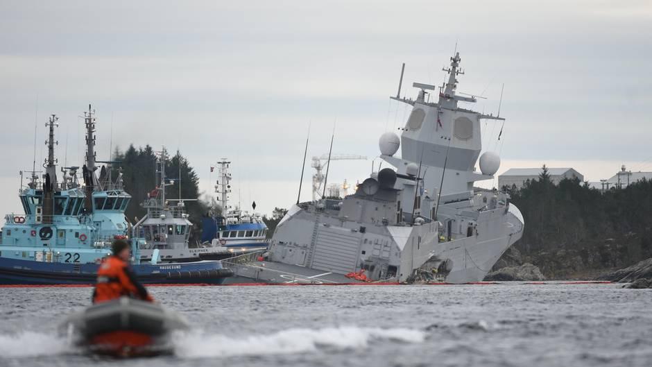 Drei Schlepper konnten das Sinken der Fregatte verhindern.