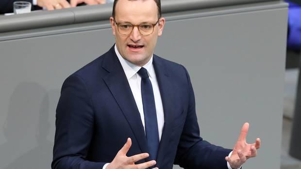 Gesundheitsminister Jens Spahn (CDU) will Kinderlose bei der Rente stärker zur Kasse bitten.Bei derPflegeversicherung gibt es schon einen Aufschlag für Kinderlose von 0,25 Prozentpunkten auf den Pflegebeitrag.