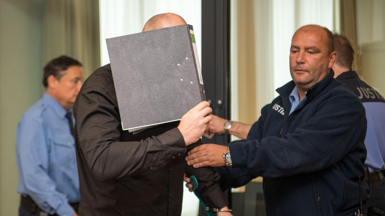 Sachsen: Sechs Mitglieder der Freien Kameradschaft Dresden stehen derweil vor Gericht