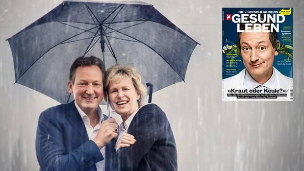 Hirschhausen und Hustvedt stehen gemeinsam unter einem Schirm